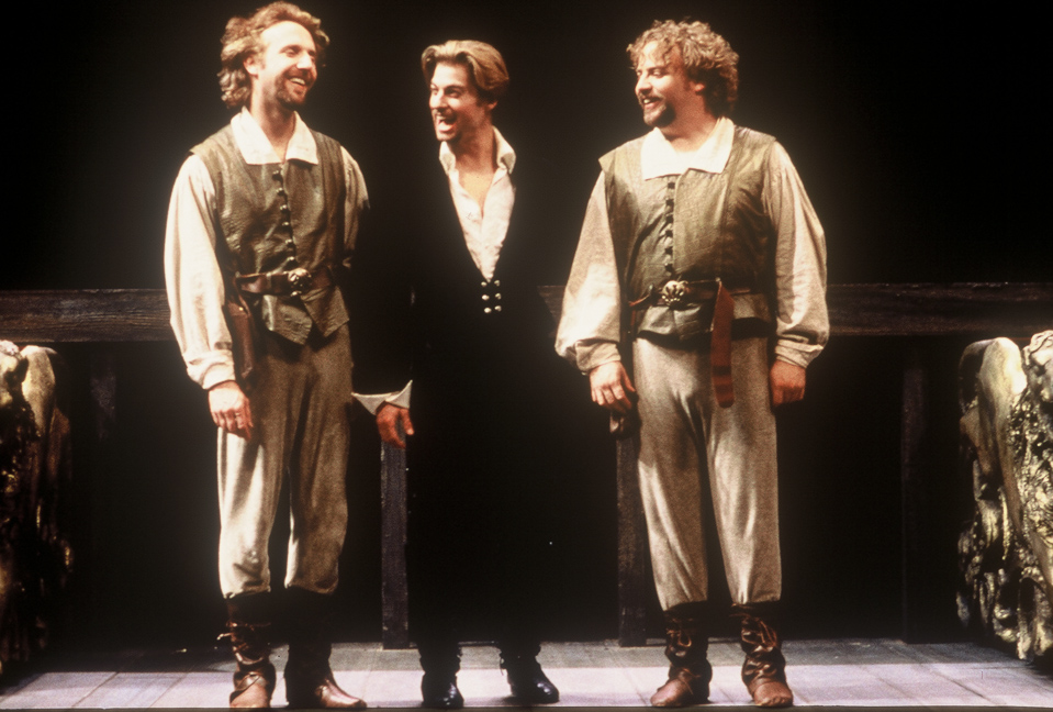 a comparison of hamlets reaction to the arrival of rosencrantz and guildenstern with the arrival of  Rosencrantz and guildenstern of his father's death in front of claudius so he can watch claudius' reaction if claudius flips out, hamlet can rest assured that.